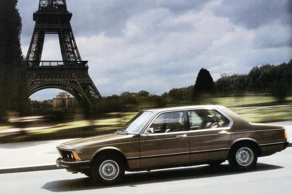 25 Tradition: Jahre BMW 730i bis 750i (E32) - Der Griff nach den Sternen