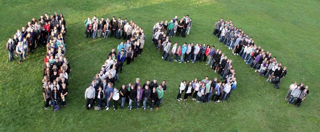 280 junge Menschen beginnen ihre berufliche Laufbahn im Mercedes-Benz-Werk Sindelfingen.