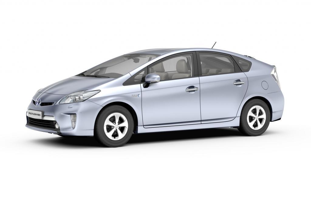 Als Plug-in-Hybrid fährt der Prius 20 Kilometer rein elektrisch