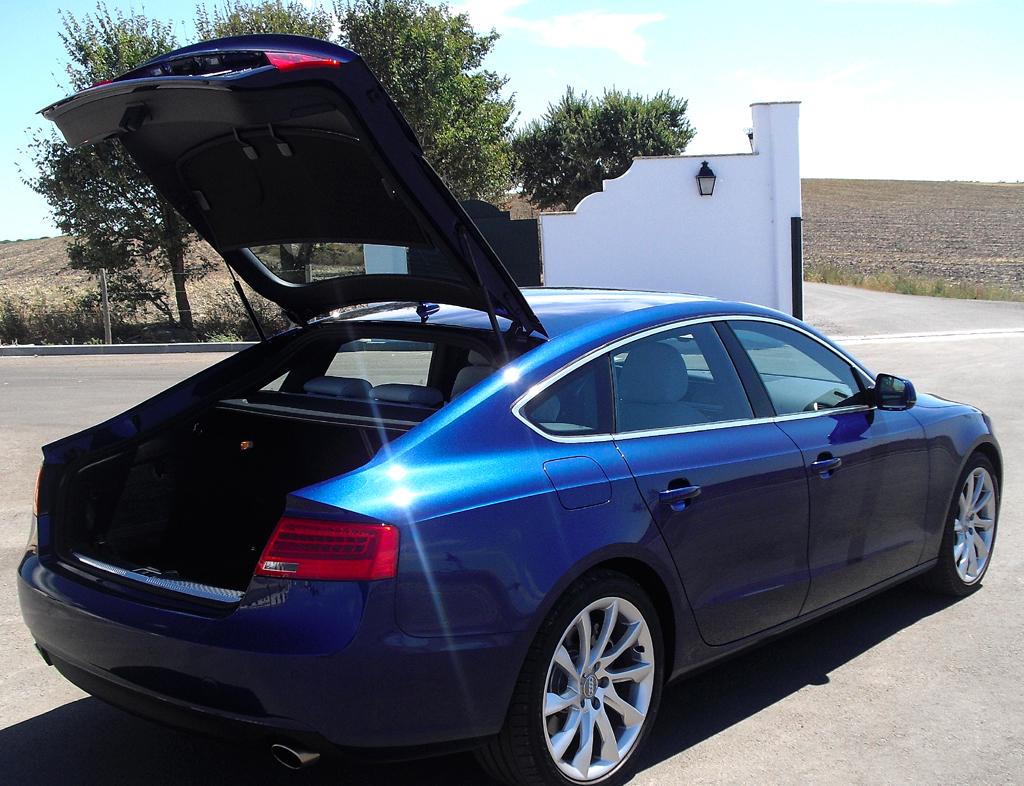 Audi A5: ... Fassungsvermögen bis zu 1263 Liter beträgt.