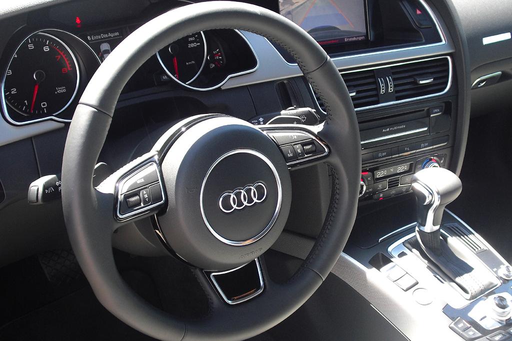 Audi A5: Blick ins sportlich-funktionell gestaltete Cockpit.