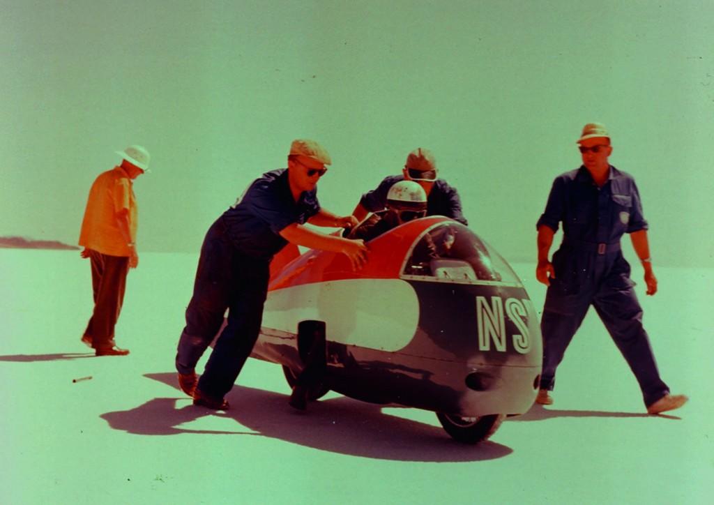 Auf der NSU Delphin III fuhr Wilhelm Herz 1956 auf einem Salzsee im US-Bundesstaat Utah mit 339 km/h zum Geschwindigkeits-Weltrekord.