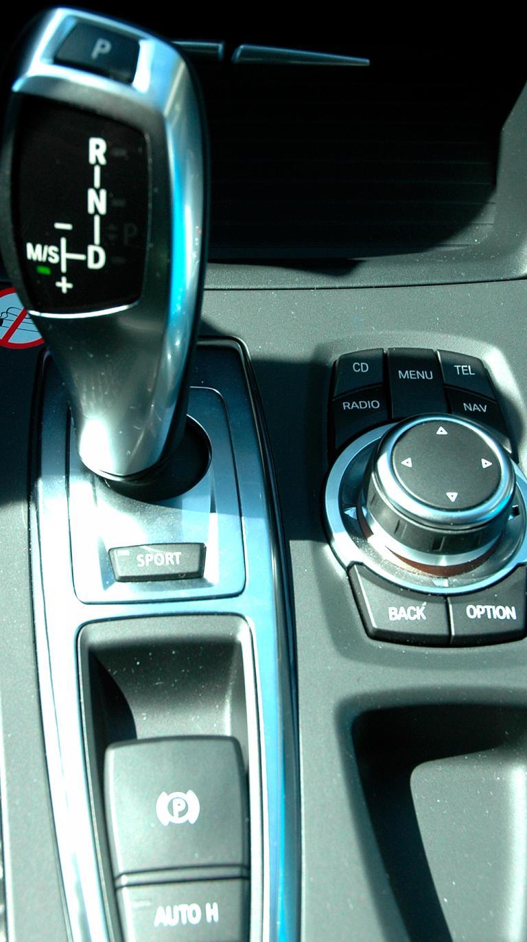 BMW X6 xDrive 30d: Blick auf den Joystick-ähnlichen Getriebehebel.