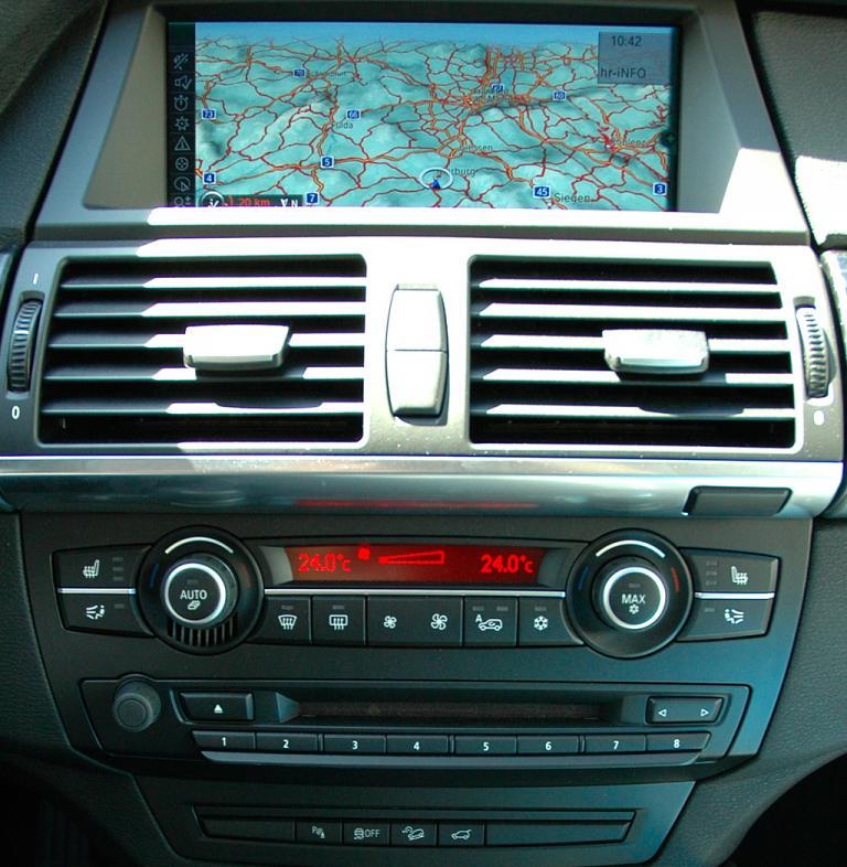 BMW X6 xDrive 30d: Blick auf den mittleren Armaturenträger.