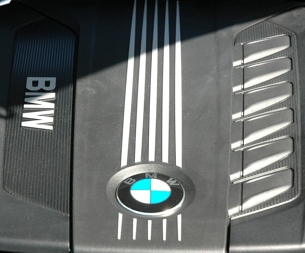 BMW X6 xDrive 30d: Blick unter die Haube auf den 3,0-Liter-Sechszylinder.