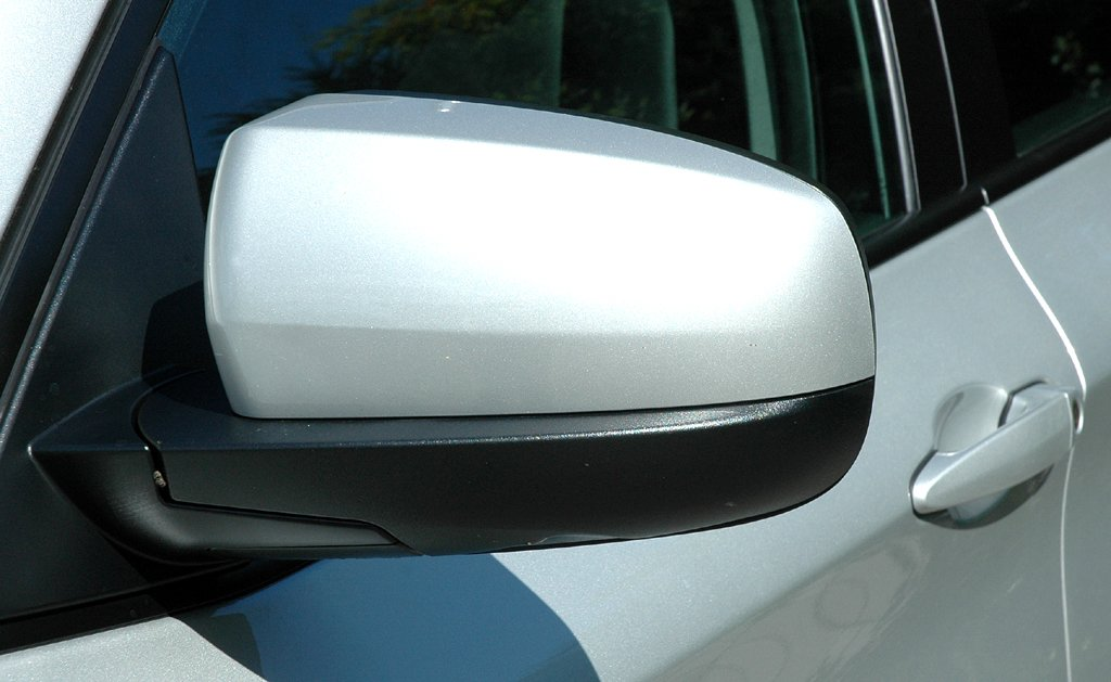 BMW X6 xDrive 30d: Die Außenspiegel sind schwarz nach unten abgesetzt.