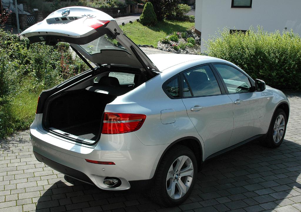 BMW X6 xDrive 30d: Ins Gepäckabteil passen 570 bis 1450 Liter hinein.