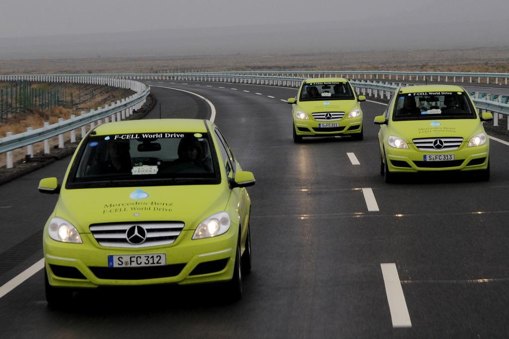Brennstoffzellenautos lassen noch auf sich warten. Daimler bringt ab dem Jahr 2014 erste Serienfahrzeuge.