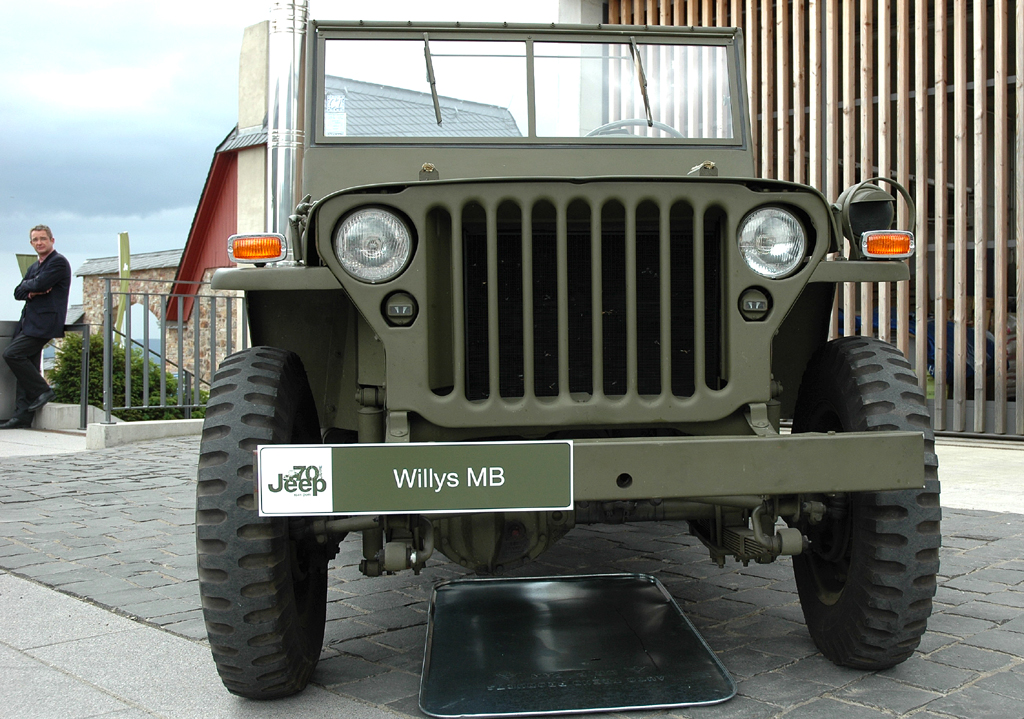 Das Original: Willys MB, Baujahr 1944, links Markus Hauf.