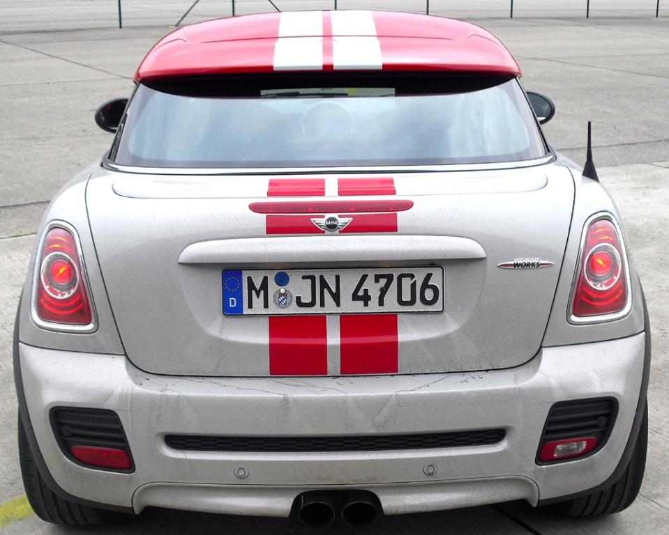 Der (Helm-)Individualist: Das neue Coupé ist der erste Zweisitzer von Mini