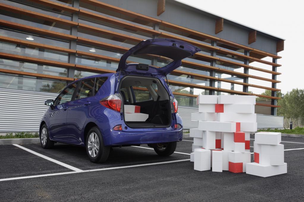 Der Kofferraum schluckt bis zu 1 388 Liter Gepäck.