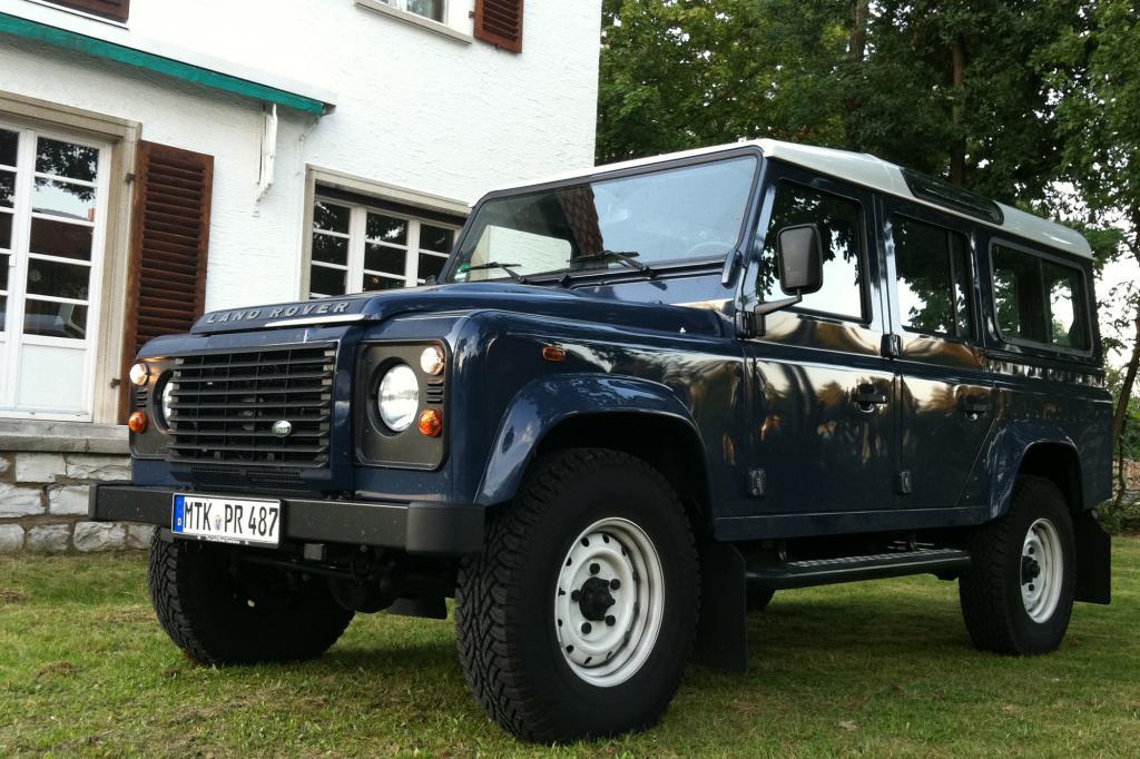 Der Land Rover verschafft sich schon durch seine schiere Größe ein beeindruckendes Entrée