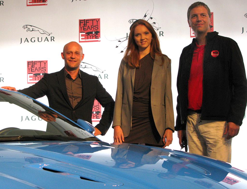 Deutschland-Chef Peter Modelhart mit Schauspieler Lili Cole und Jürgen Vogel am XKR-S.