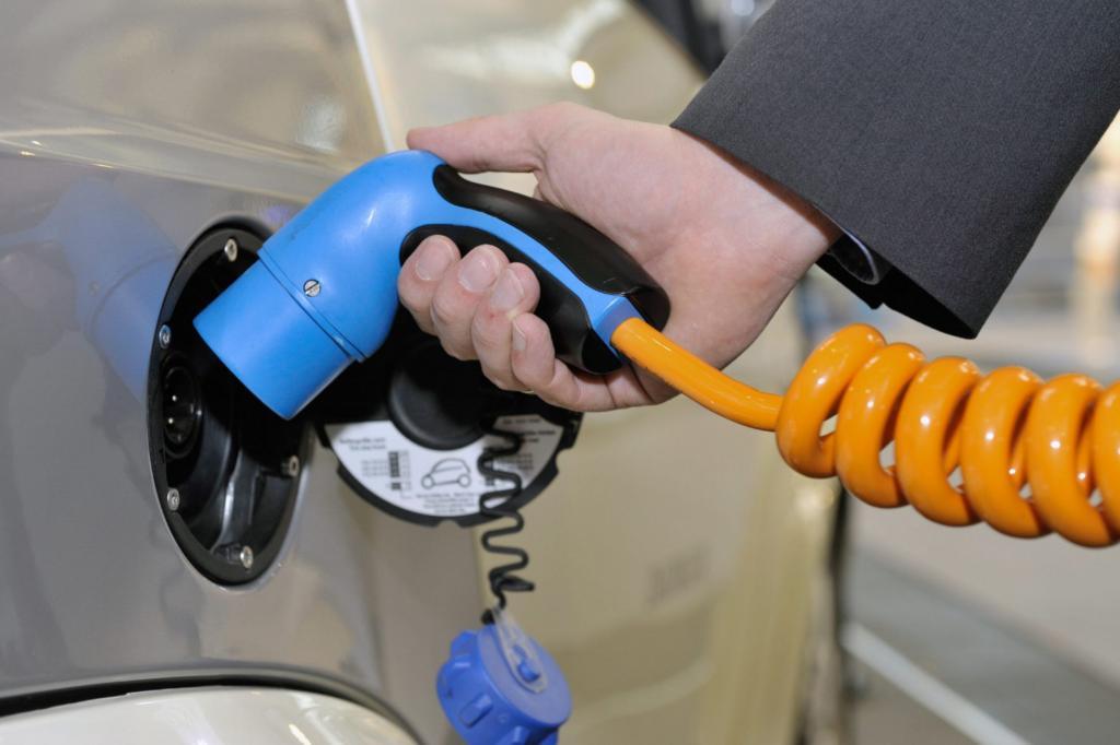 E-Auto-Tankstellen - Schnellladestationen sollen billiger werden