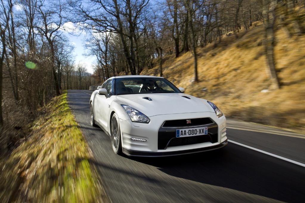 Ein schnelles Schnäppchen ist der Nissan GT-R: Eine Sprintzeit von 3,05 Sekunden gibt es schon für rund 90 000 Euro.