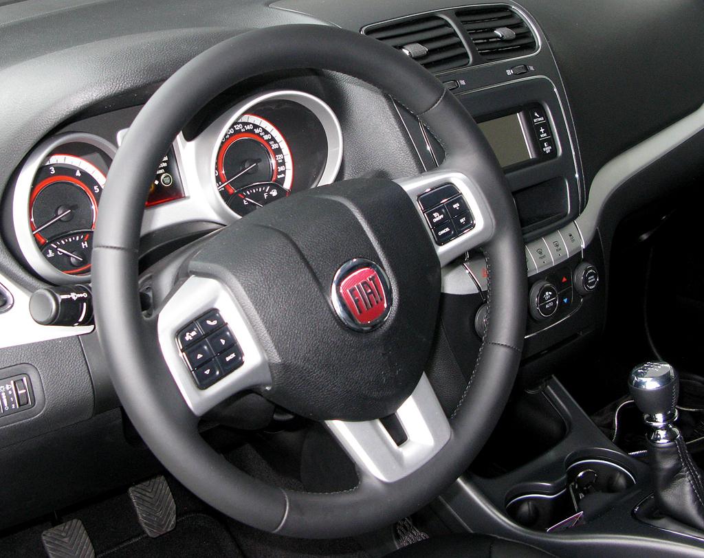 Fiat Freemont: Blick ins recht übersichtlich gestaltete Cockpit.