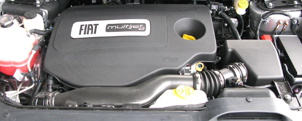 Fiat Freemont: Blick unter die Haube auf den 2,0-Liter-Vierzylinder-Turbodiesel.