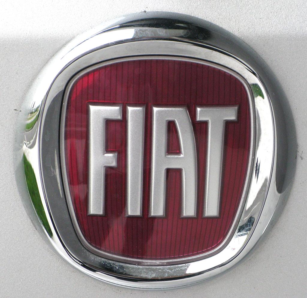 Fiat Freemont: Das Markenlogo sitzt hinten auf der Kofferraumklappe.