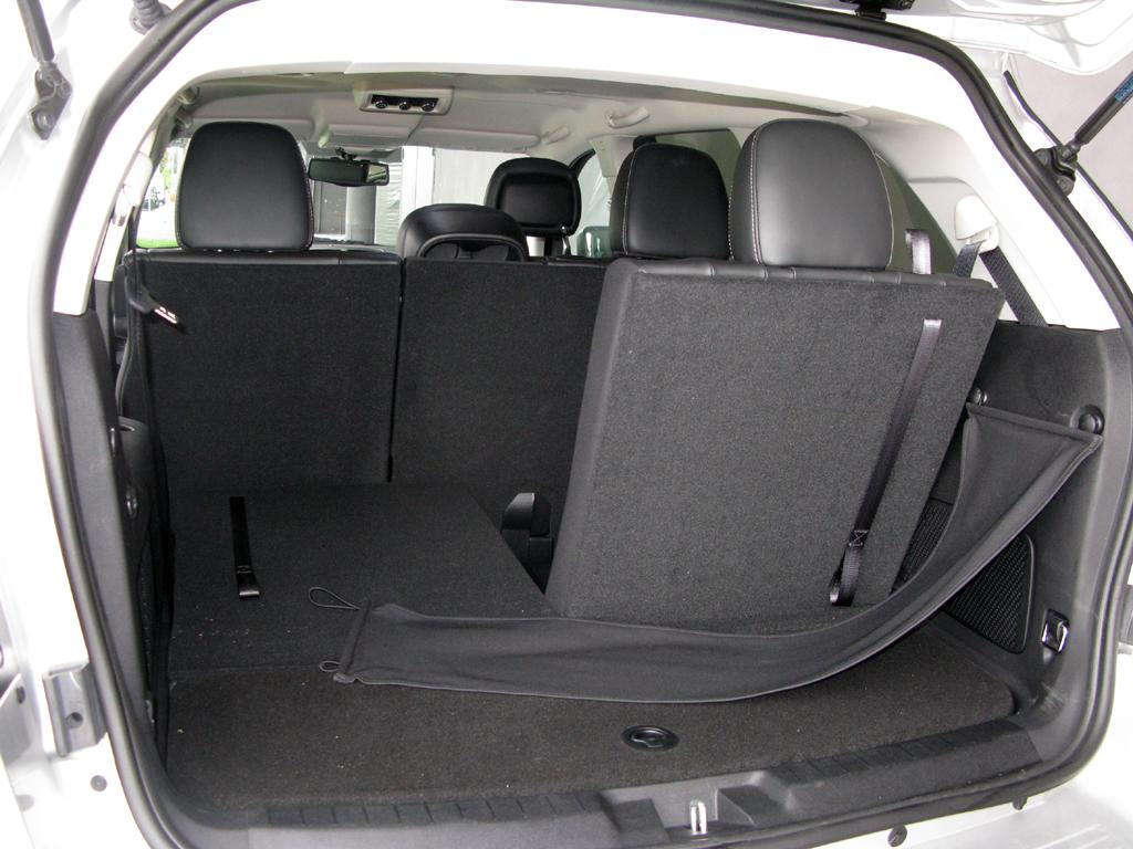 Fiat Freemont: Ins Gepäckabteil passen 167 über 758 bis 1461 Liter hinein.
