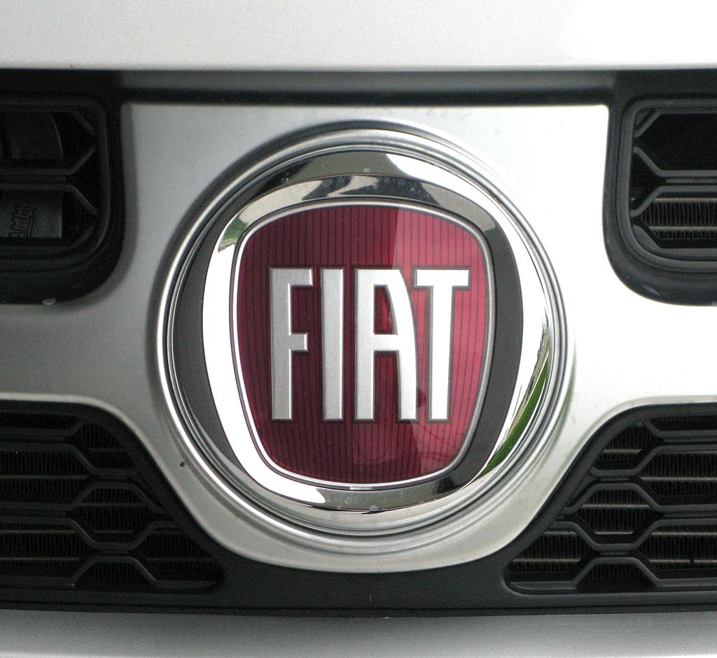 Fiat Freemont: Jetzt prangt ein italienisches Markenlogo vorn auf dem Kühlergrill.