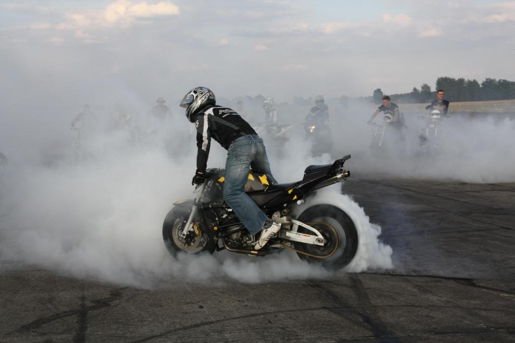 """Fighterama: Motorrad Sport & Tuning Messe mit Stuntshow und """"Motorisiertes Kunstturnen"""""""