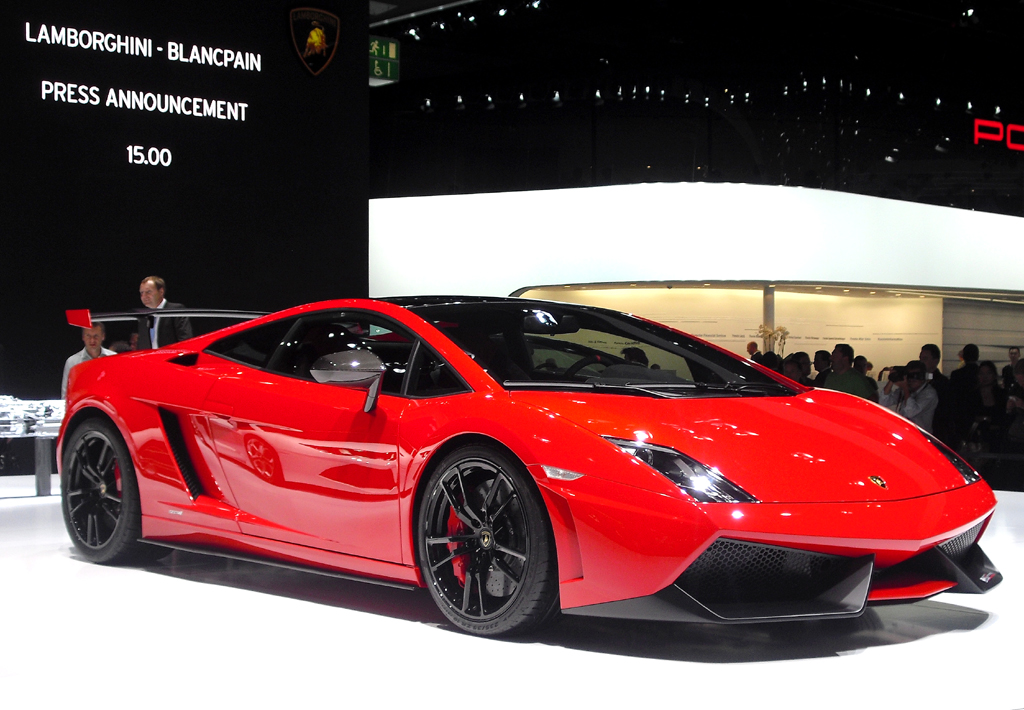 IAA 2011: Den Kontrast setzt dieser Lamborghini-Supersportwagen.