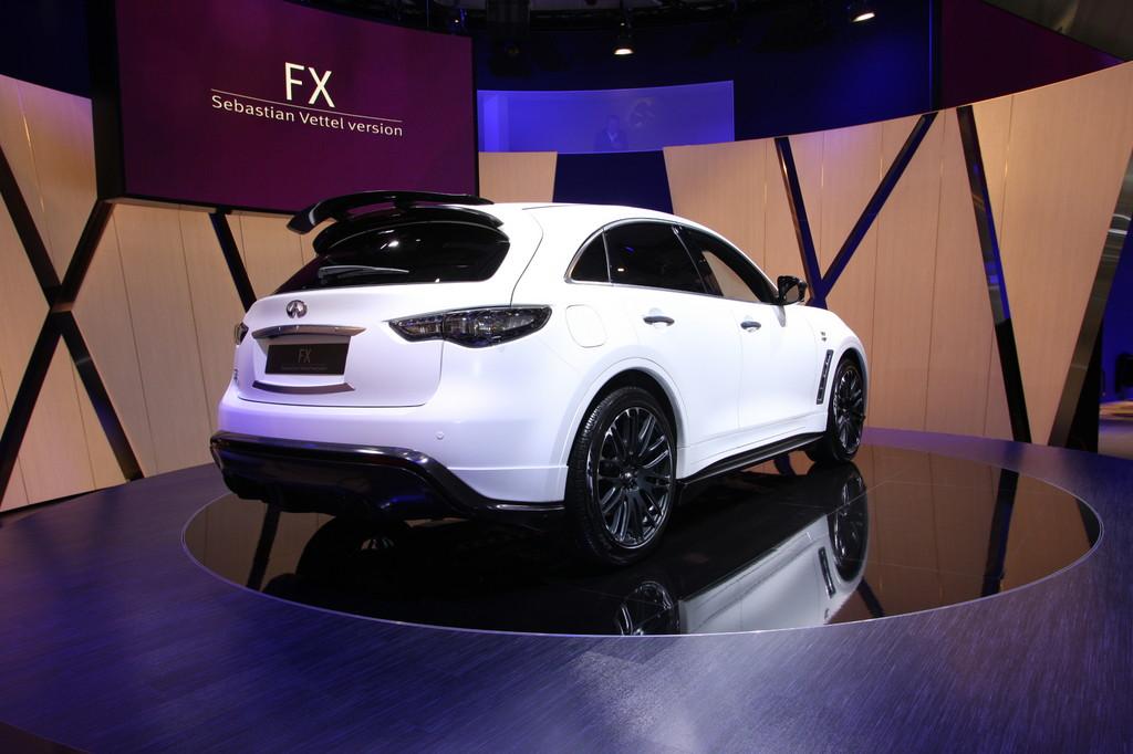 IAA 2011: Infiniti FX SV – das Auto des Weltmeisters