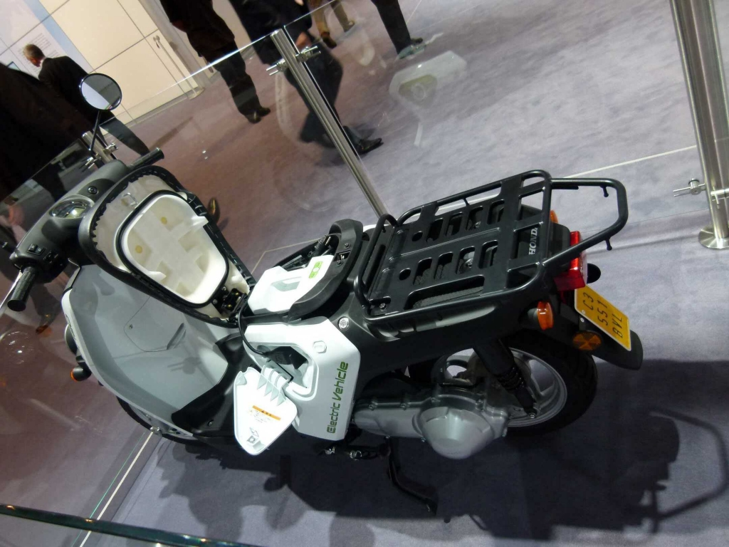 IAA 2011: Kabinenroller und Elektrobikes
