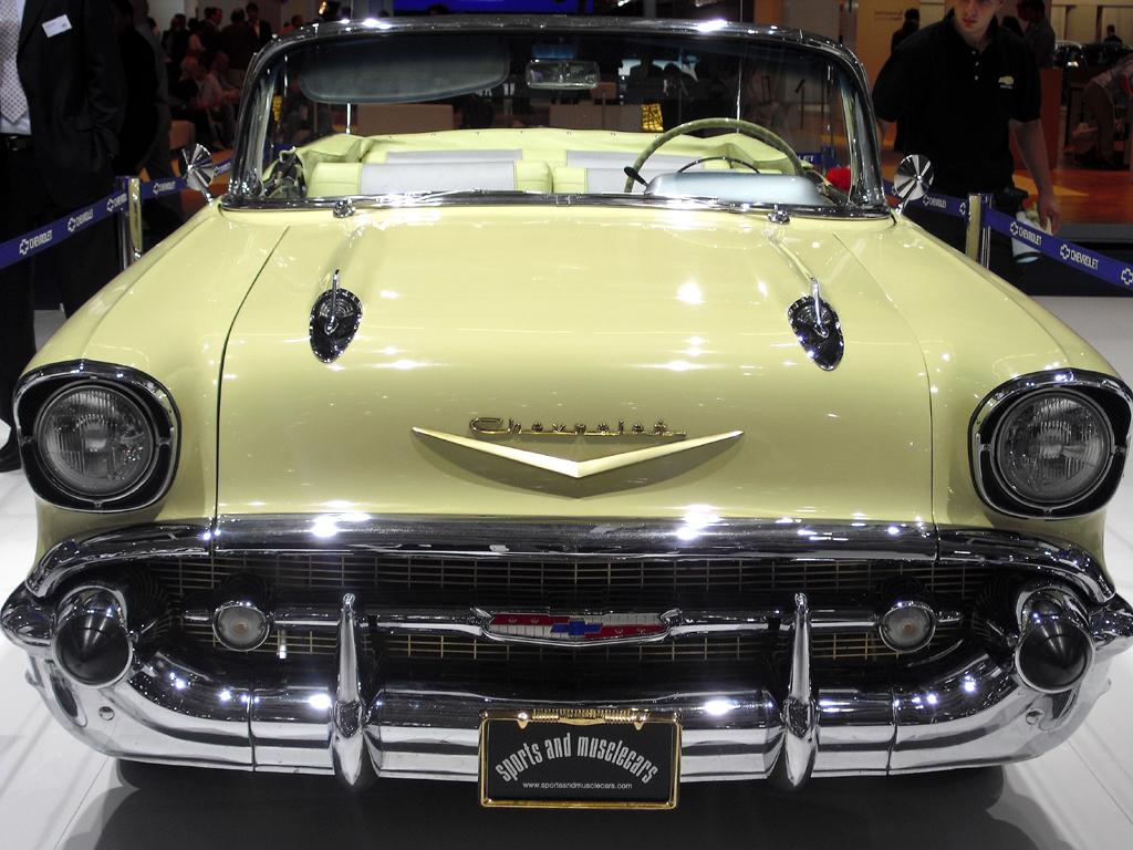 IAA 2011: Oldtimer wie dieser Chevrolet Bel Air sind nach wie vor Hingucker.