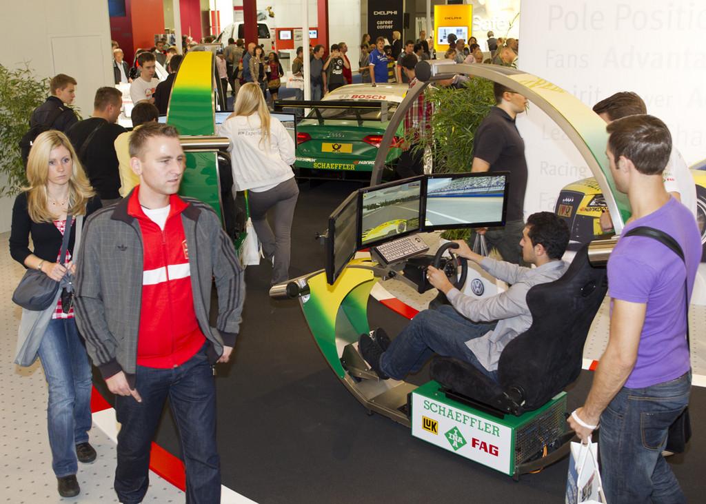 IAA 2011: Schaeffler lädt zum Kräftemessen mit DTM-Tabellenführer Tomczyk
