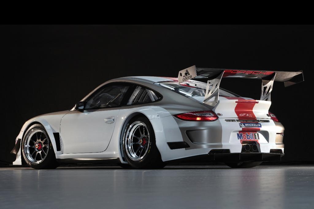 Im Heck des neuen 911 GT3 R arbeiten nun 20 PS mehr