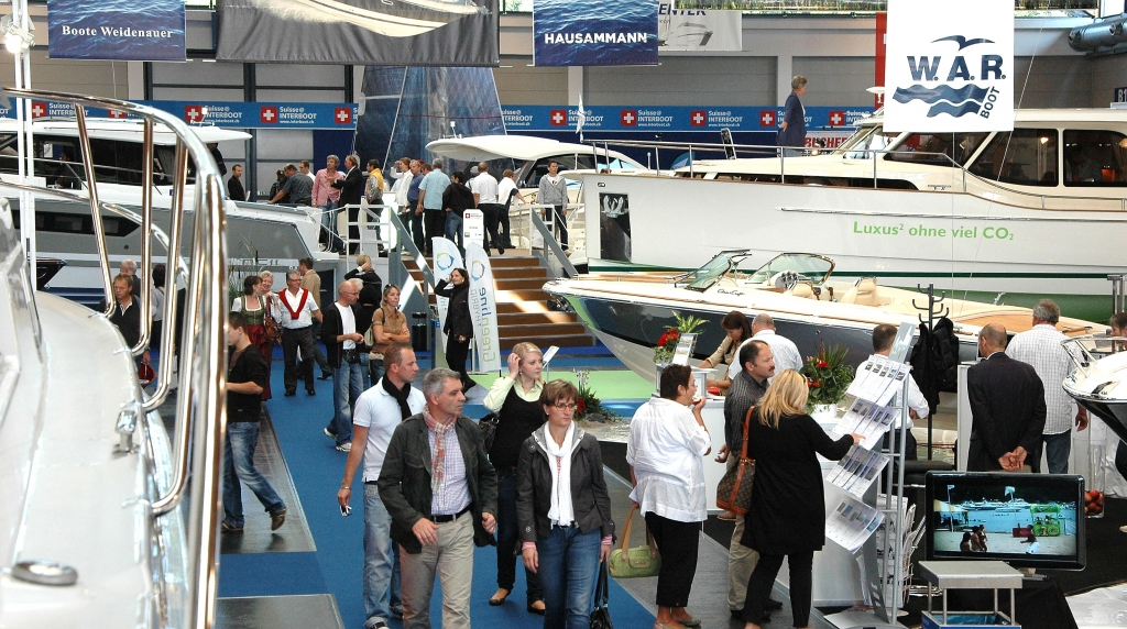 Interboot 2011: Premierenfeuerwerk auf der Wassersportmesse Friedrichshafen