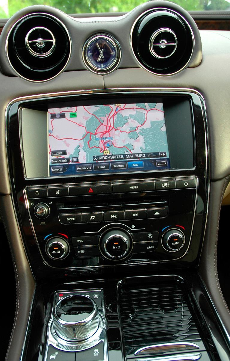 Jaguar XJ: Blick auf den mittleren Armaturenträger.