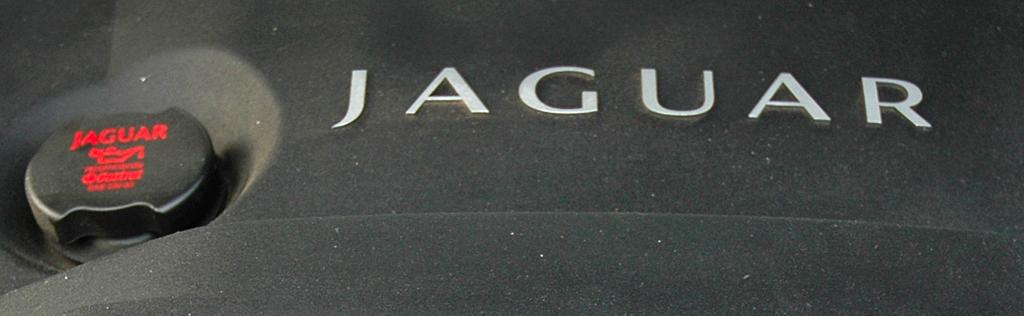Jaguar XJ: Blick unter die Haube auf den 3,0-Liter-Sechszylinder-Selbstzünder.