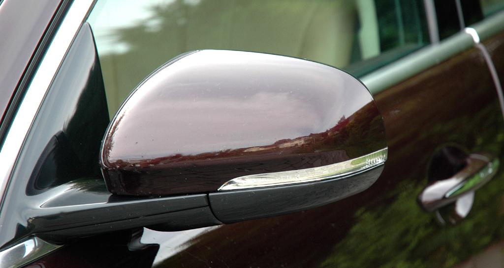 Jaguar XJ: In die Außenspiegel sind Blinkleisten integriert.