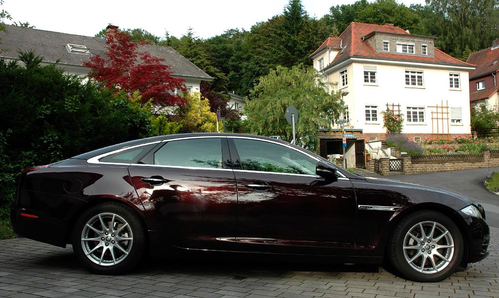 Jaguar XJ: Und so sieht das Oberklasse-Modell von der Seite aus.