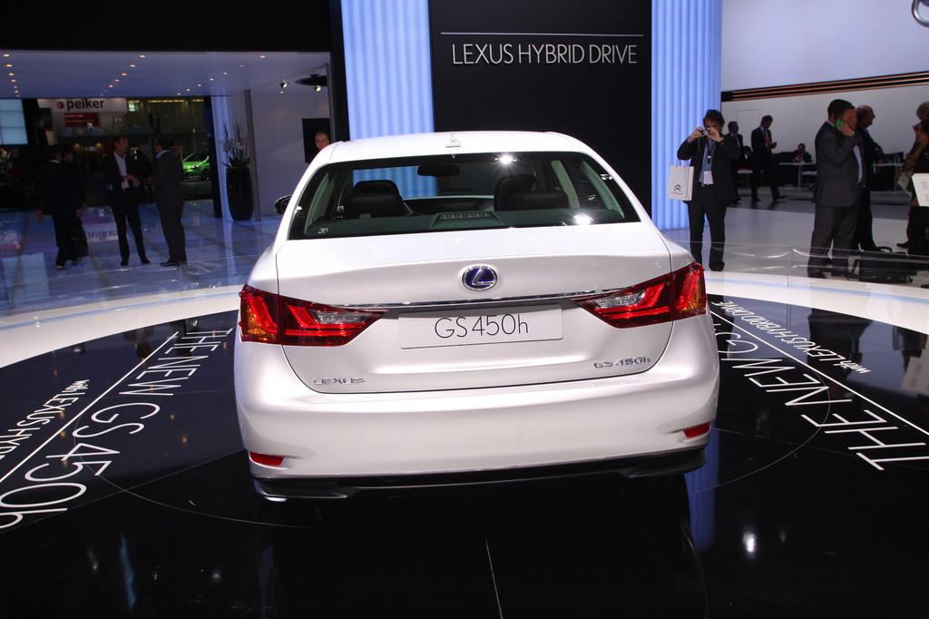 Lexus GS.