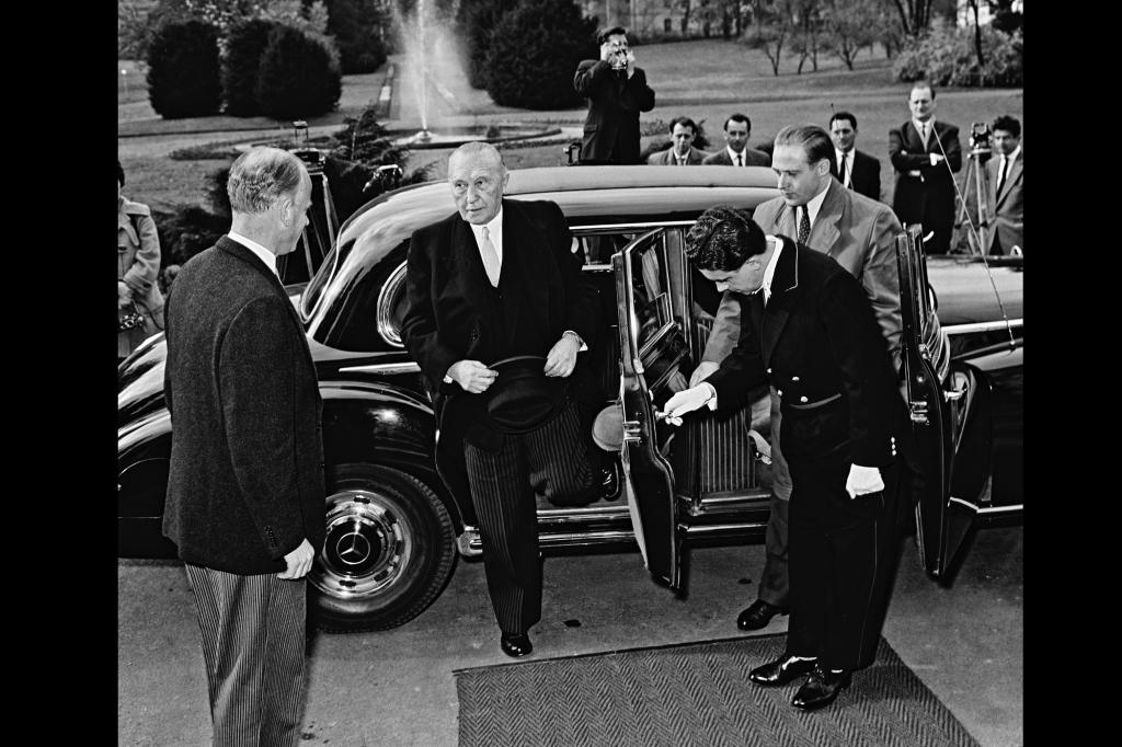 Mercedes Benz 300 mit Konrad Adenauer, 1951