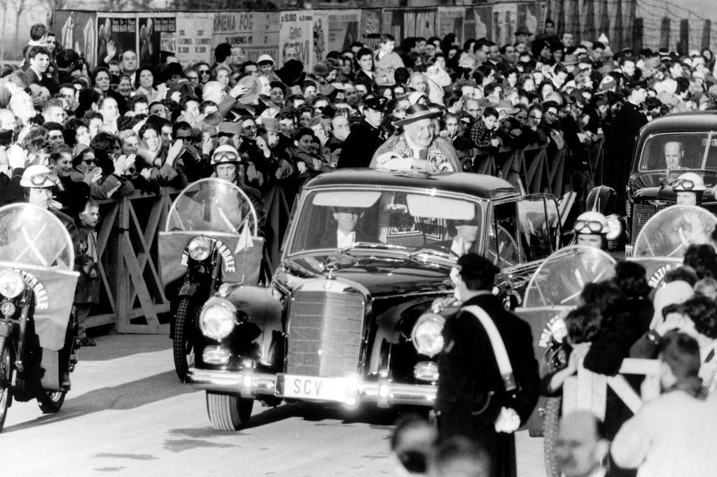 Mercedes Benz 300d Pullmann Landaulet, mit Papst Johannes XXIII, 1960