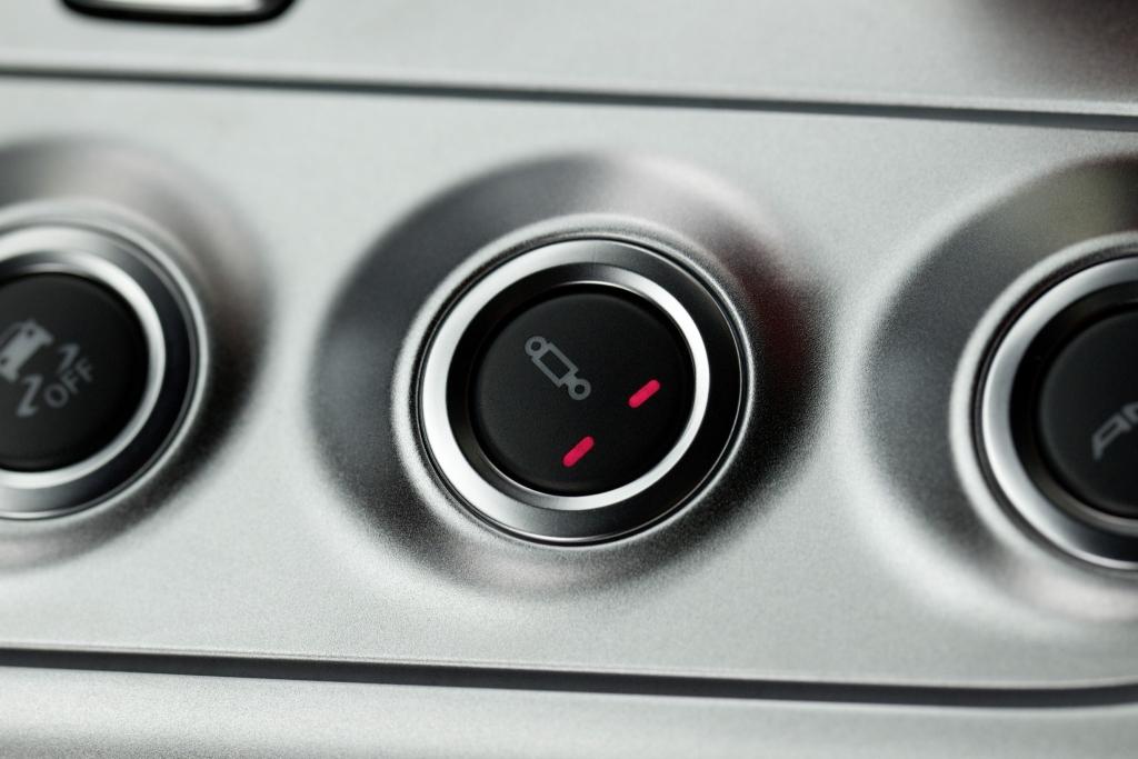 Mercedes-Benz SLS AMG: Taste für das optionale Ride-Control-Fahrwerk.