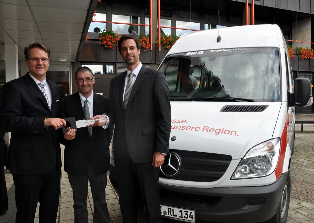 Mercedes-Benz übergibt 100sten Bürgerbus in Nordrhein-Westfalen