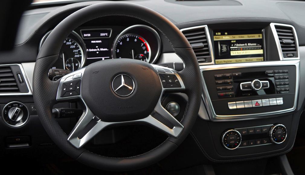 Mercedes M-Klasse: Blick ins übersichtlich gestaltete Cockpit.