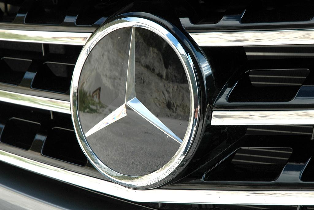 Mercedes M-Klasse: Der Markenstern prangt vorn groß und mittig im Kühlergrill.