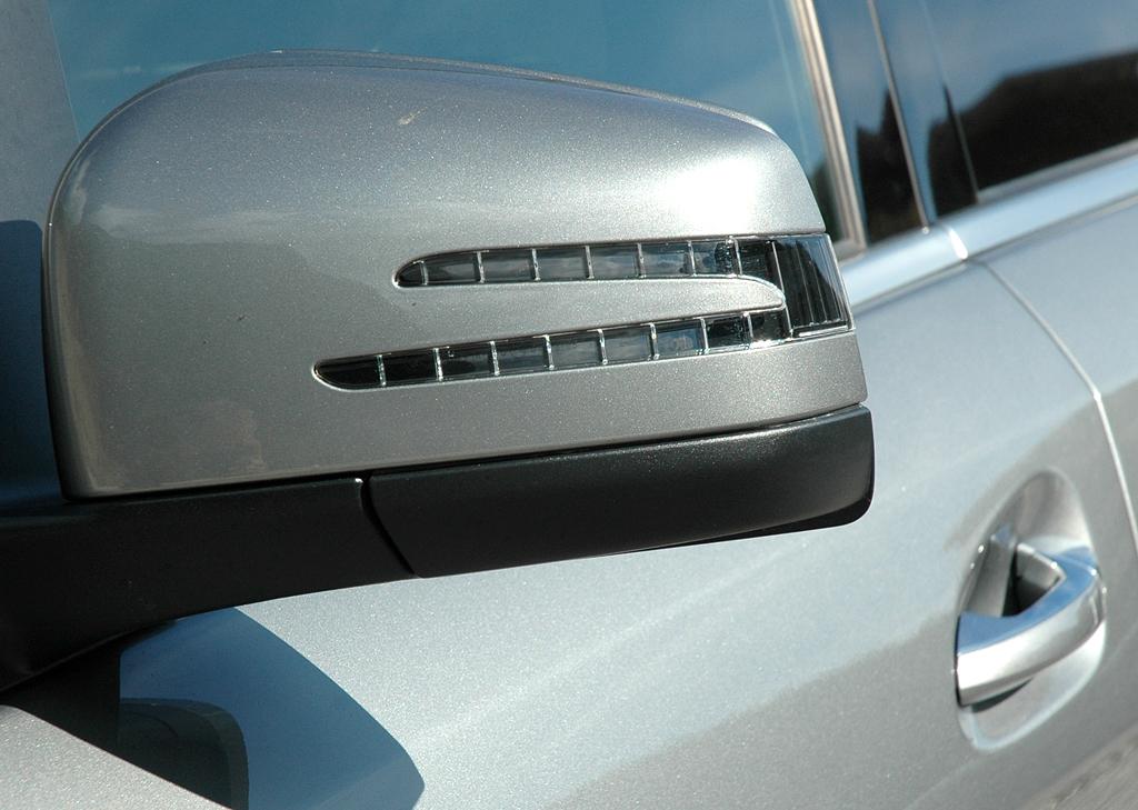 Mercedes M-Klasse: In die Außenspiegel sind jeweils Blinkleisten integriert.