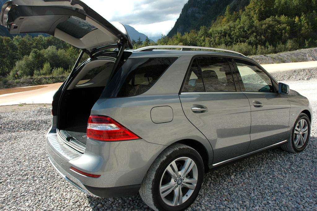Mercedes M-Klasse: Ins Gepäckabteil passen stattliche 690 bis 2010 Liter hinein.