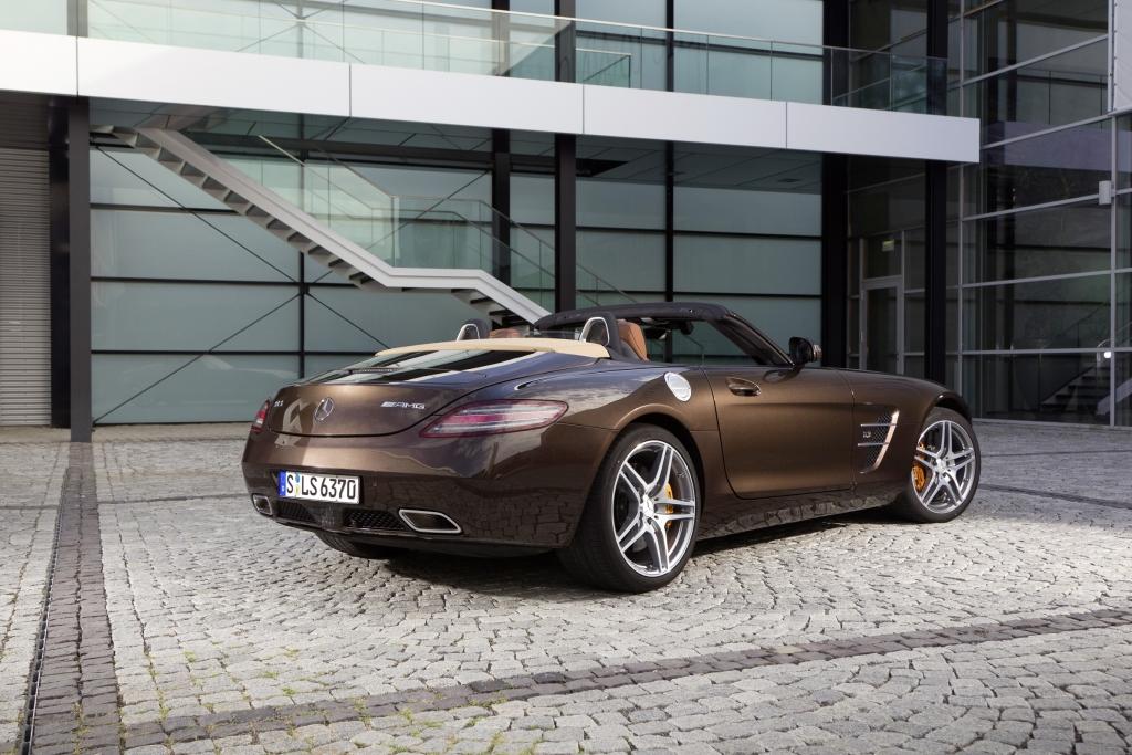 Neuer Farbton: Mercedes-Benz SLS AMG in Sepang Braun.