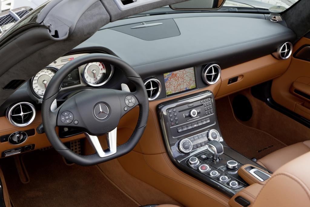 Neuer Farbton im Interieur: Mercedes-Benz SLS AMG in Espressobraun.