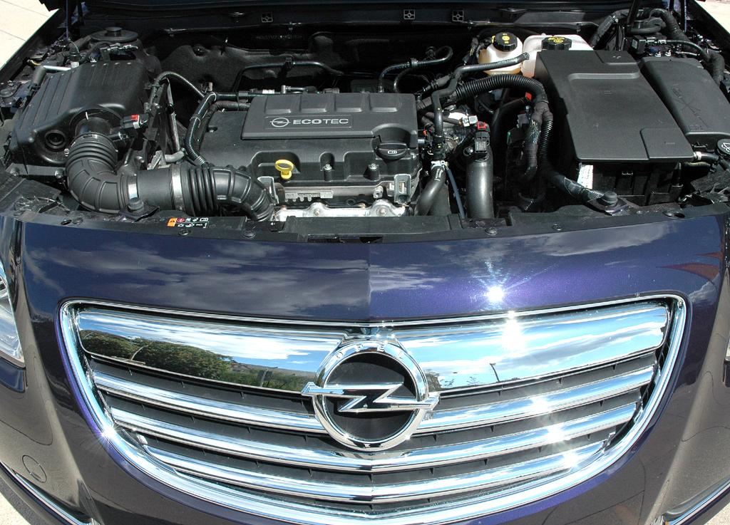 Opel Insignia: Blick unter die Haube, hier des neuen 1,4-Liter-Turbobenziners ...