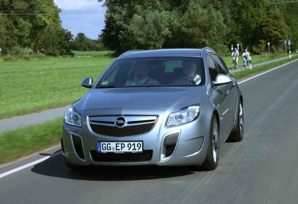 Opel präsentiert den Insignia 2012: Mehr Leistung, weniger Verbrauch