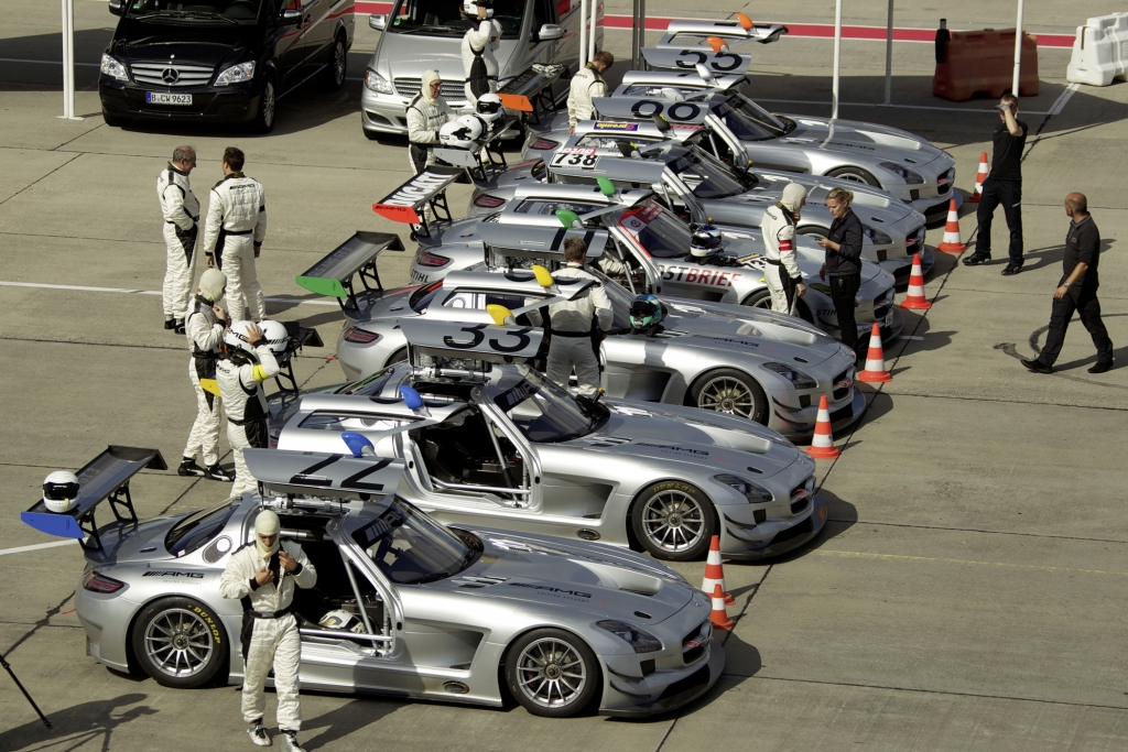 Panorama: SLS AMG GT3 - Der Flügeltürer für die Rennstrecke